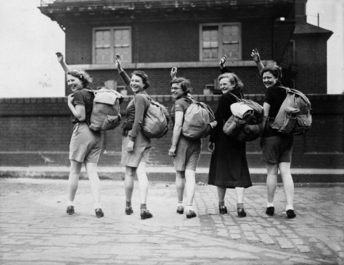 15th-May-1937-group-of-female-hikers-wave-goodbye-outside-Waterloo-Station-1280x987